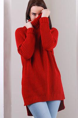 Bayan kırmızı kazak kombini