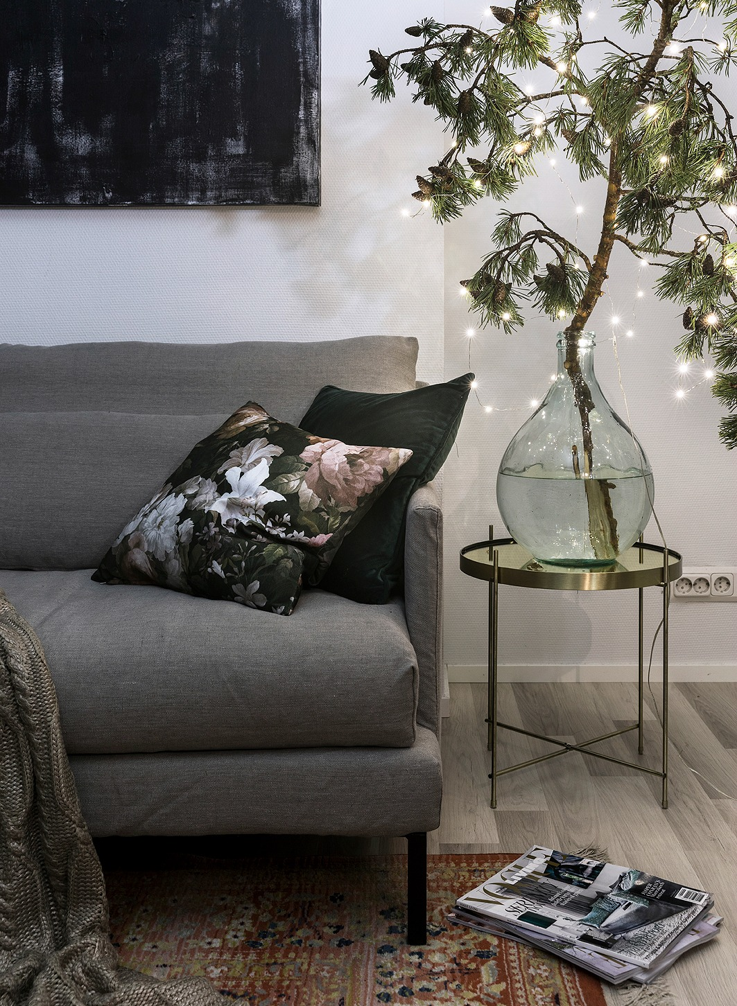 livingspace, sisustus, sisustaminen, olohuone, livingroom, scandinavian design, HT Collection, sohva, couch, linen, flax, pellava, pellavasohva, pellavapäällinen, suomalainen, kotimainen, Visualaddict, valokuvaaja, Frida Steiner, koti, samettityynyt, Svanefors, kulta, messinki, Zara home