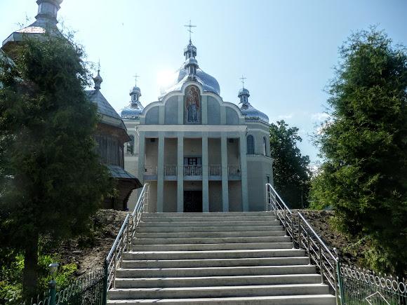 Тисів. Свято-Введенська церква.  2013 р.