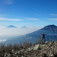 Menelusuri Pinggiran Kawah Gunung Sindoro