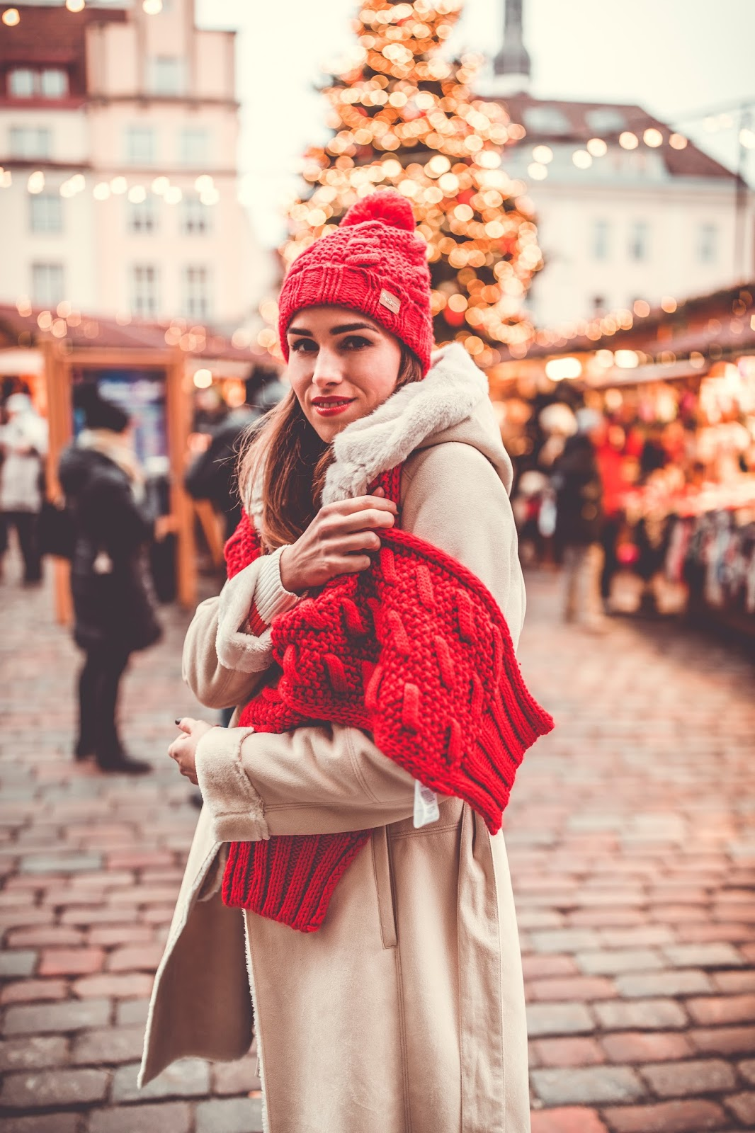winter outfit red knitted scarf beanie shearling coat