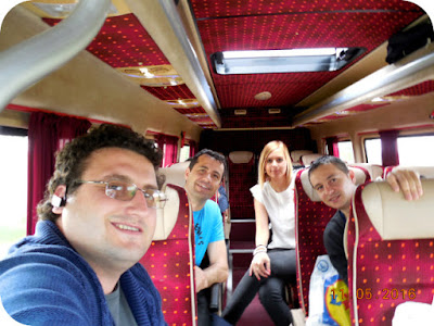 in microbuz spre Valcea