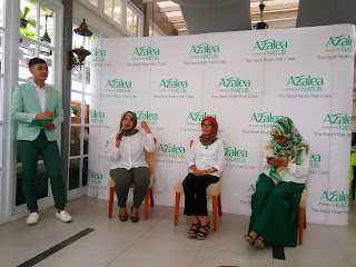 Azalea Hijab Dating di Equator Rooftop Cafe