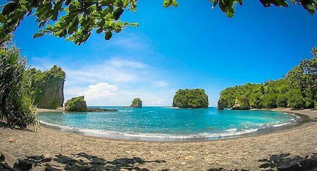 Pantai Licin, Pantai Pasir Hitam Indah di Malang Selatan