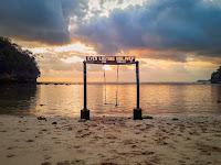 Menikmati Senja di Pantai Ngiyep Malang Selatan