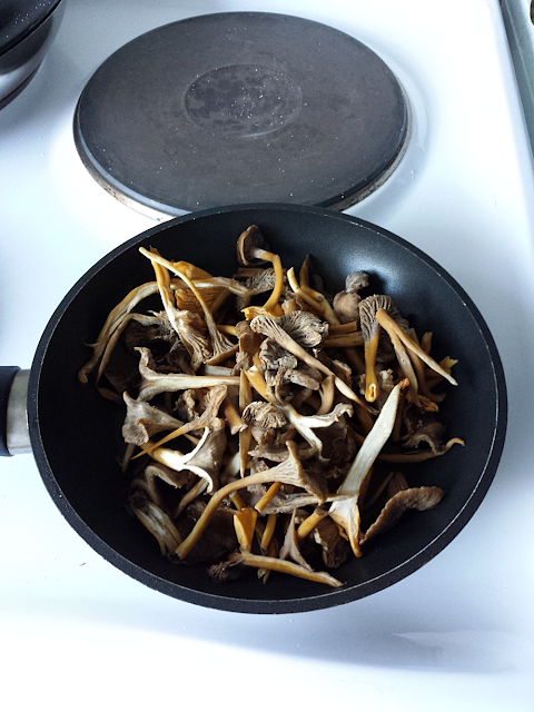 Dry sautée the chanterelle before adding butter