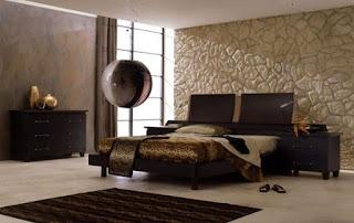 Habitación decorada con marrón