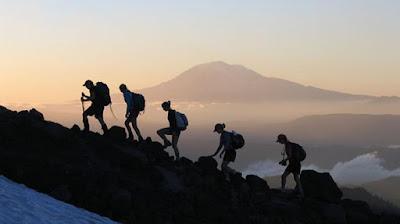 Mendaki Gunung Atau Hiking