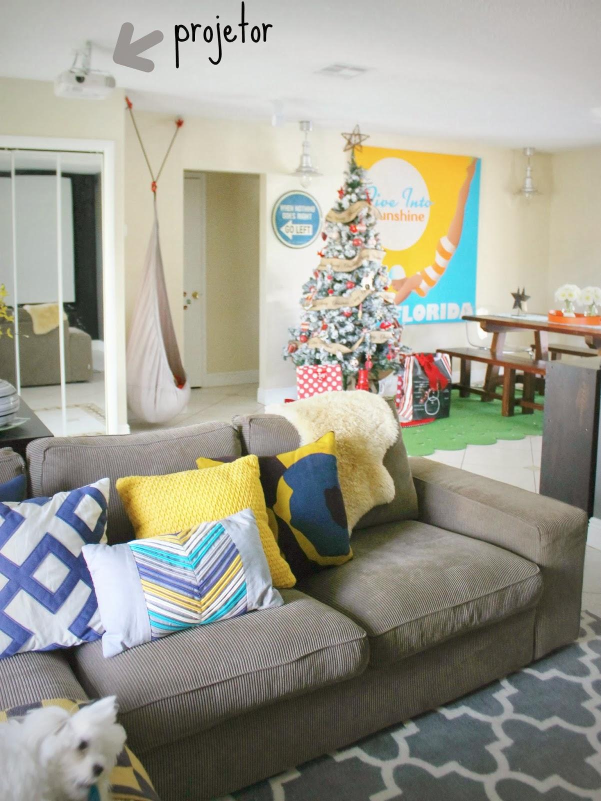 sofa cinza e almofadas coloridas bed turns into bunk beds casa montada cinema em