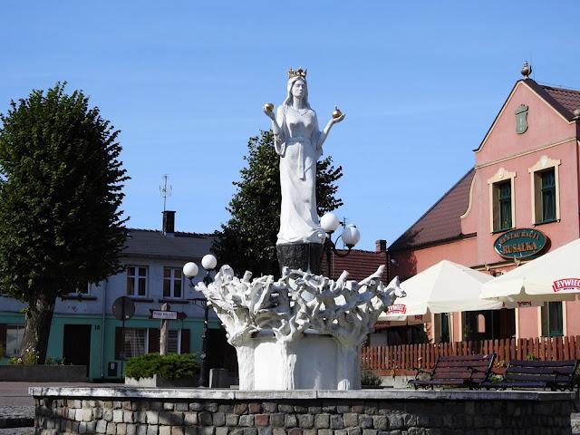Rusałka jest symbolem Lubniewic.