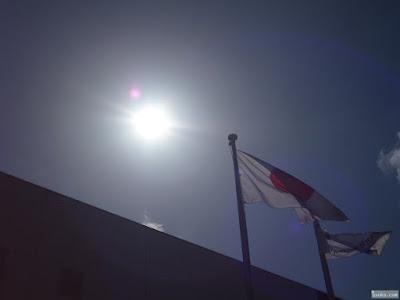 太陽と国旗