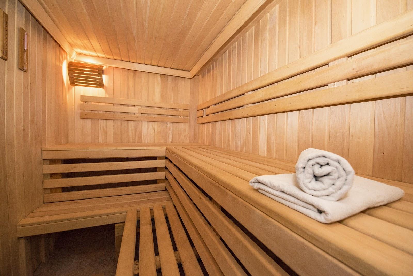 Sauna po treningu czy w dzień nietreningowy?