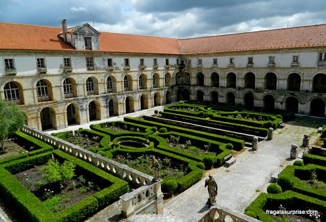 Jardim do Claustro da Hospedaria, Mosteiro de Alcobaça