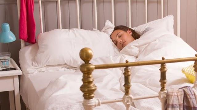 Weekend lie-ins 'do not make up for sleep deprivation'