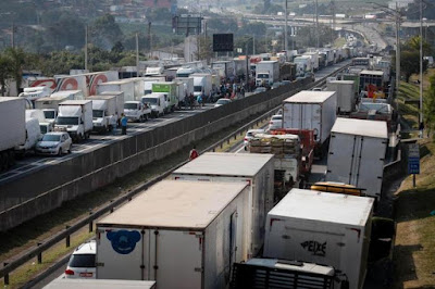 Revogação da multa incentiva terceirização no transporte de cargas