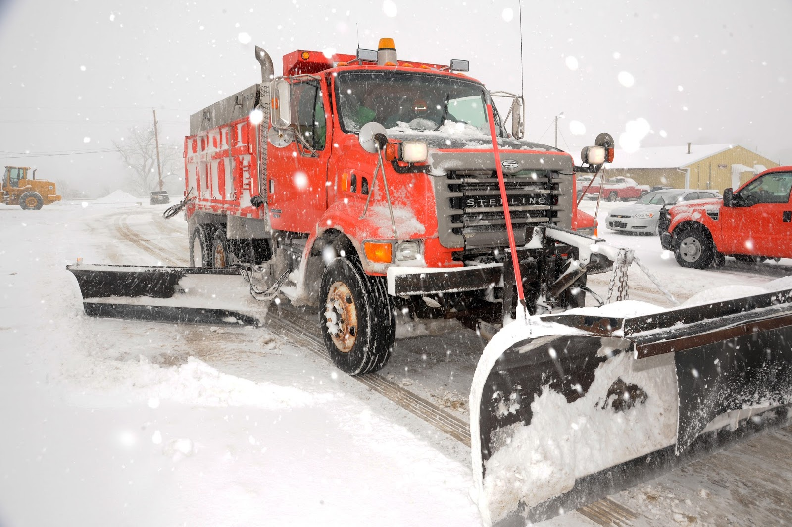 hight resolution of a kdot snow plow clears snow during a winter storm there are 591 trucks across the state that can be used to clear snow and ice off roadways