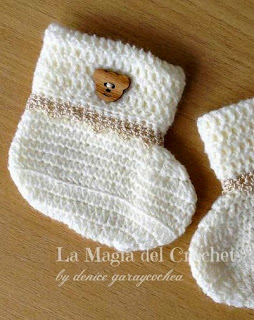 http://dghlamagiadelcrochet.blogspot.com.es/2014/11/completo-para-recien-nacido-crochet.html
