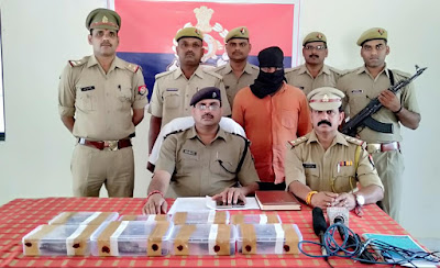 Police Caught Accuse Running Arms Factory Uttar Pradesh