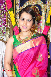 Raasi Khanna Inagurated R.S Brothers at Kothapet  0047.JPG