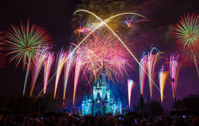 Pedido de casamento em show de fogos de artifício em Orlando