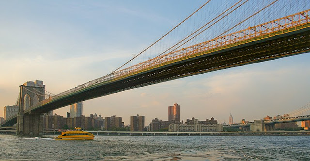 barco taxi puente de Brooklyn New York
