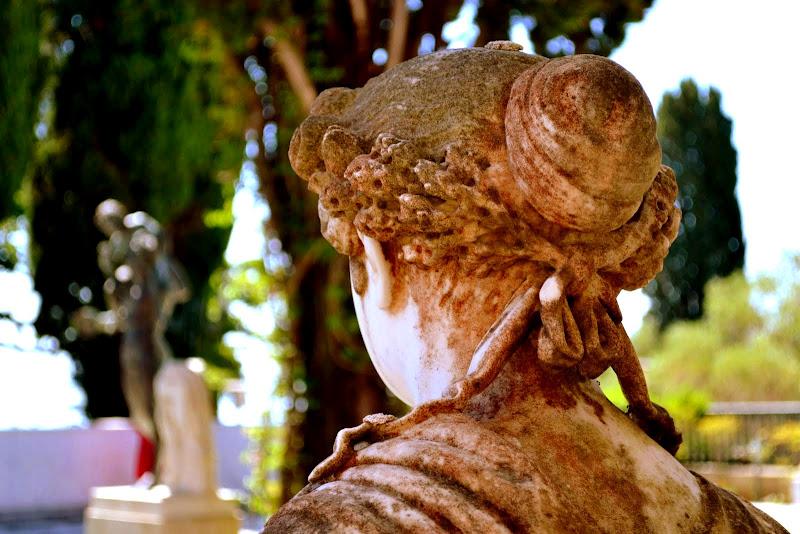 Musen in der Parkanlage des Achilleion Palast auf Korfu
