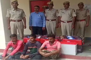 3-smugglers-arrested-for-smuggling-liquor-from-BMW-luxury-car-in-Barmer-rajasthan-बाड़मेर में बीएमडब्लयू लग्जरी कार से शराब तस्करी, 3 तस्कर गिरफ्तार