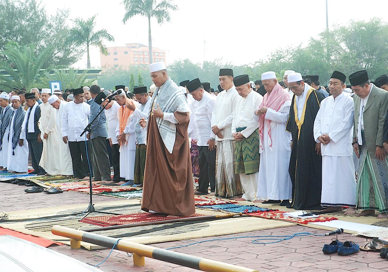 Adab Tata Cara Bacaan Doa Niat Sholat Sunnah Ied Idul Fitri Lengkap