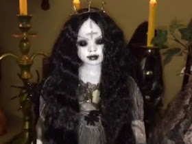 Seram!! Ini Koleksi Boneka-Boneka Menyeramkan Milik Roy Kiyoshi - Responsive Blogger Template