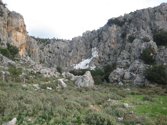 """Το άγνωστο σε πολλούς σπήλαιο της """"Καραθώνος"""" στο Ναύπλιο και το όνειρο για αξιοποίηση που δεν πραγματοποιήθηκε ποτέ"""