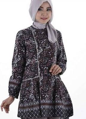 model atasan batik wanita muslimah tampil cantik