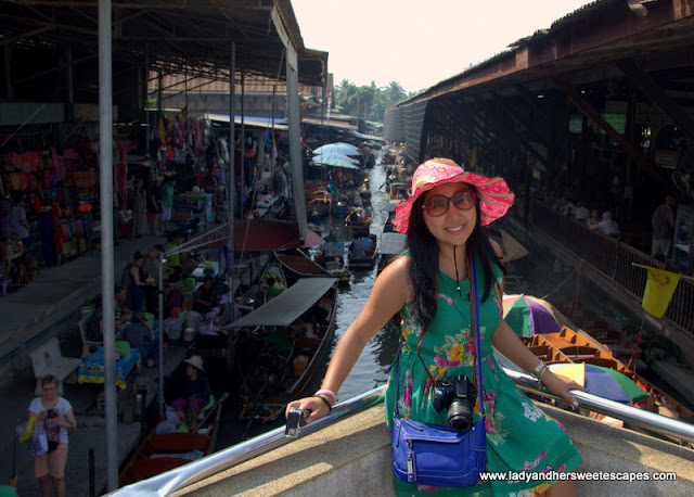 lady in Bangkok Floating Market