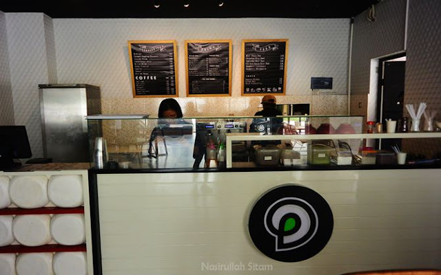 Mengunjungi Dessert & Desk Demangan