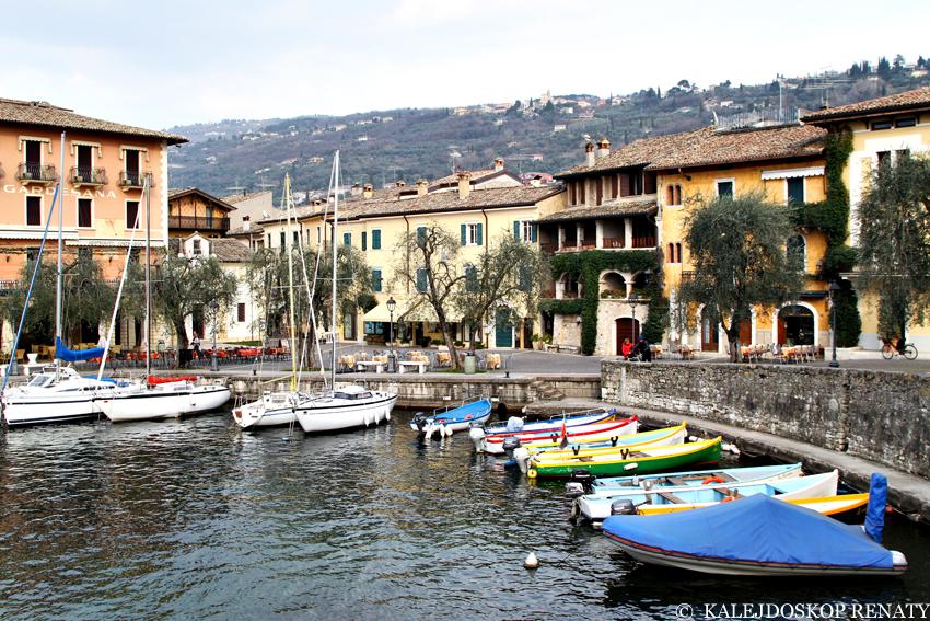 Promenada w miasteczku Torri del Benaco