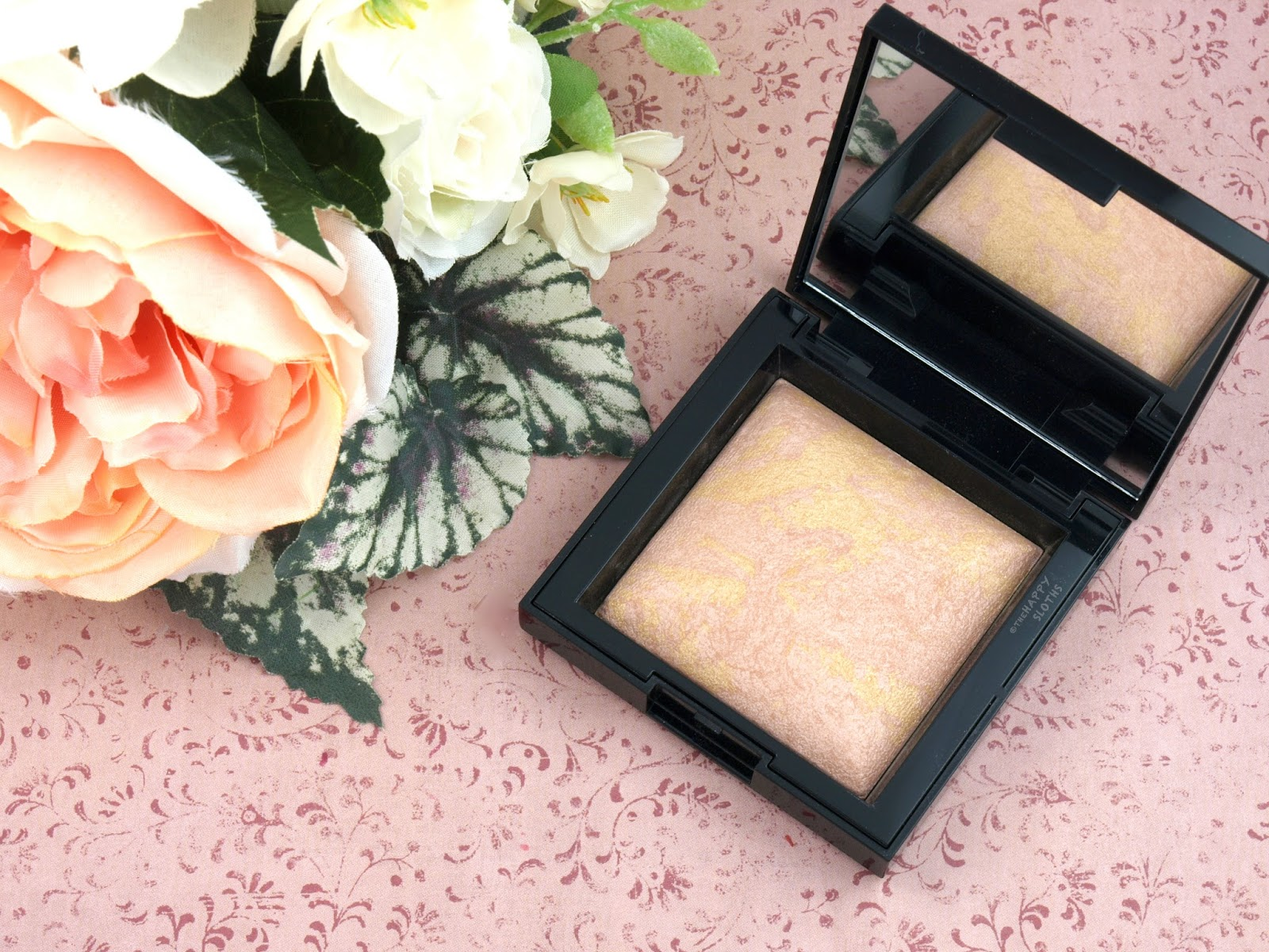 "bareMinerals Invisible Glow Powder Highlighter in ""Medium"": Review and Swatches"