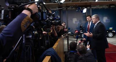 Порошенко ввел дополнительные санкции против более 1000 граждан и юрлиц РФ