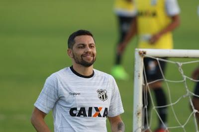 América-MG contrata Felipe Azevedo, ex-atacante do Ceará