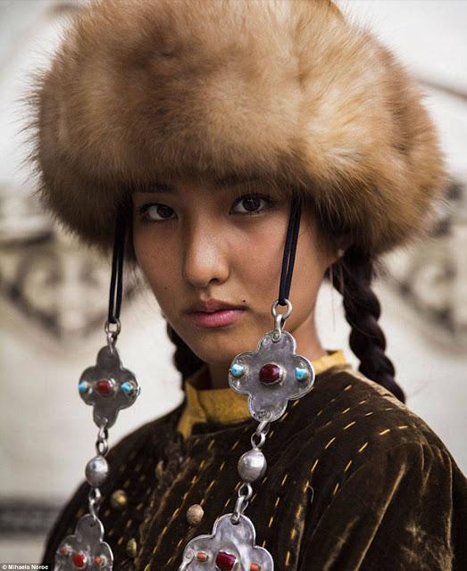 كالتشر-عربية-شابة-في-ملابس-شعبية-قيرغيزية