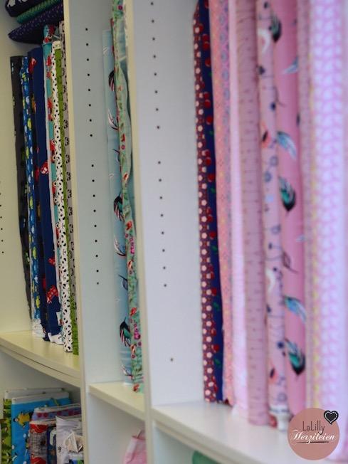 Im vorderen Bereich des Ladens finden sich viele verschiedene Jersey-Stoffe