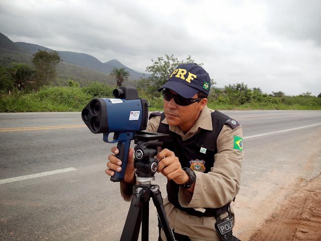 Projeto de lei proíbe polícias escondidos com radares móveis
