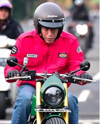 Sunmori ke Pasar Anyar Jokowi Pakai Helm Buatan Lokal