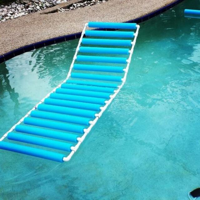 Hamaca de piscina con Pool Noodles