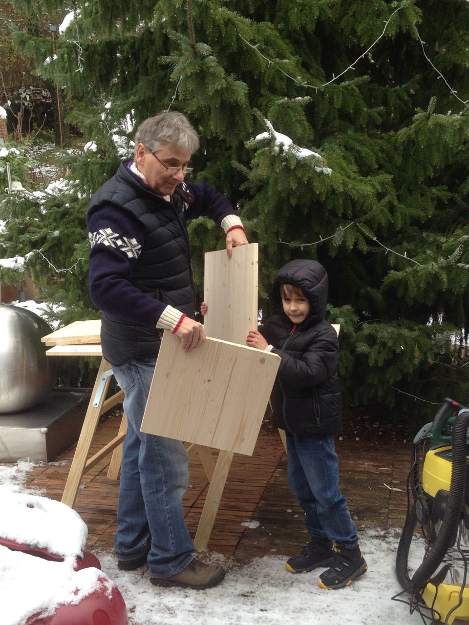 Krippe selber bauen - Stall von Bethlehem für den Garten - DIY