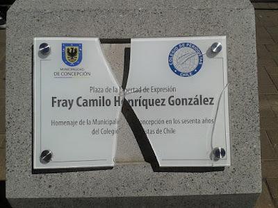 Colegio de Periodistas del Bío Bío repudia destrucción de placa de nanoplaza Fray Camilo Henríquez