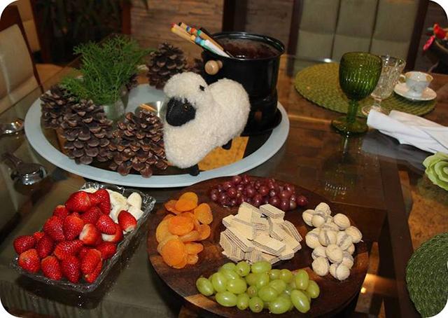Jantar de Inverno : Mesa com Fondue de Chocolate