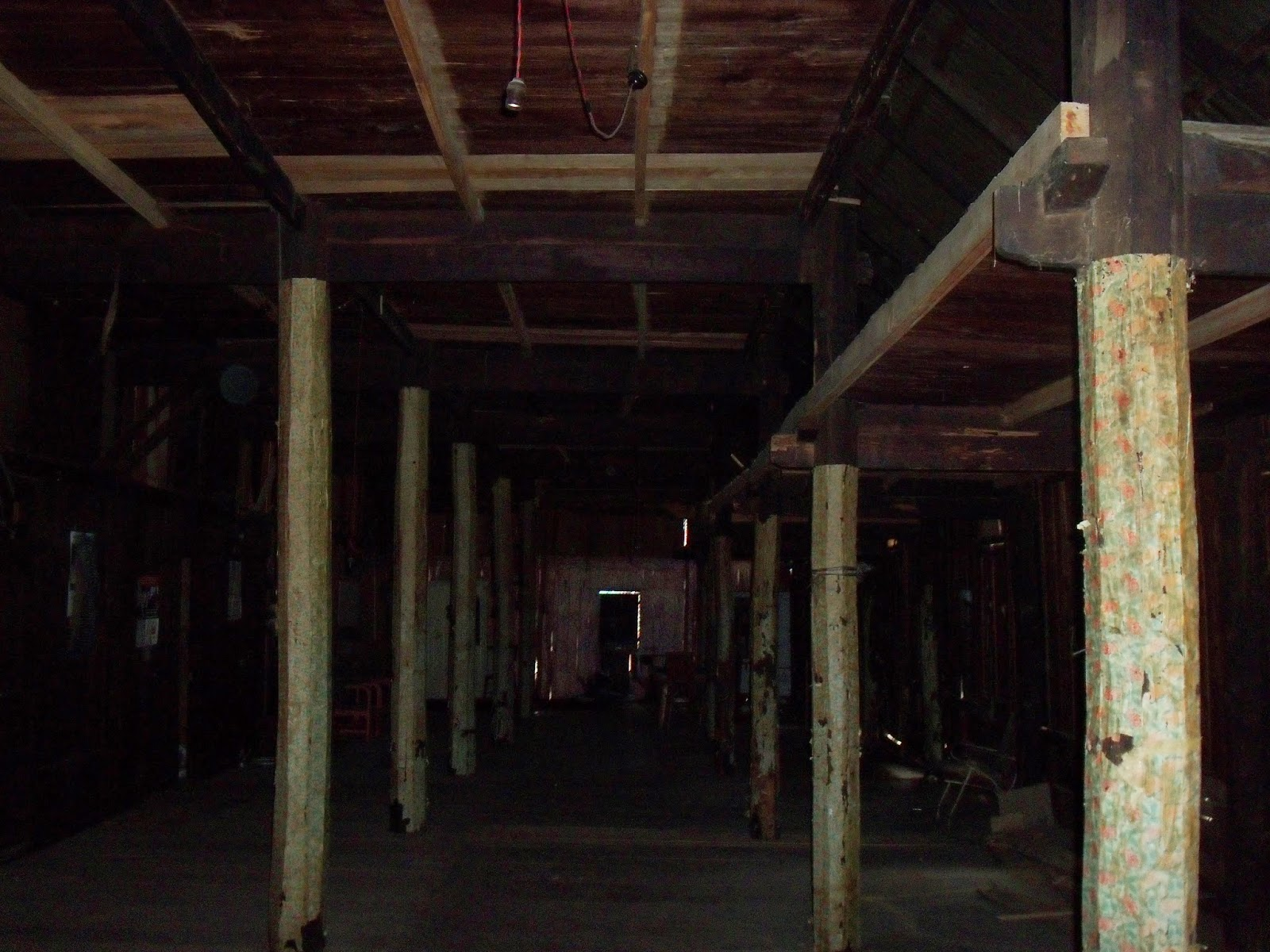 bagian dalam rumah gadang 20 ruang sulit air