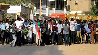 The  Sudanese authorities have arrested at about  nine opposition leaders amid the  fresh anti-government protests expected after the weekly Muslim prayers on Friday.