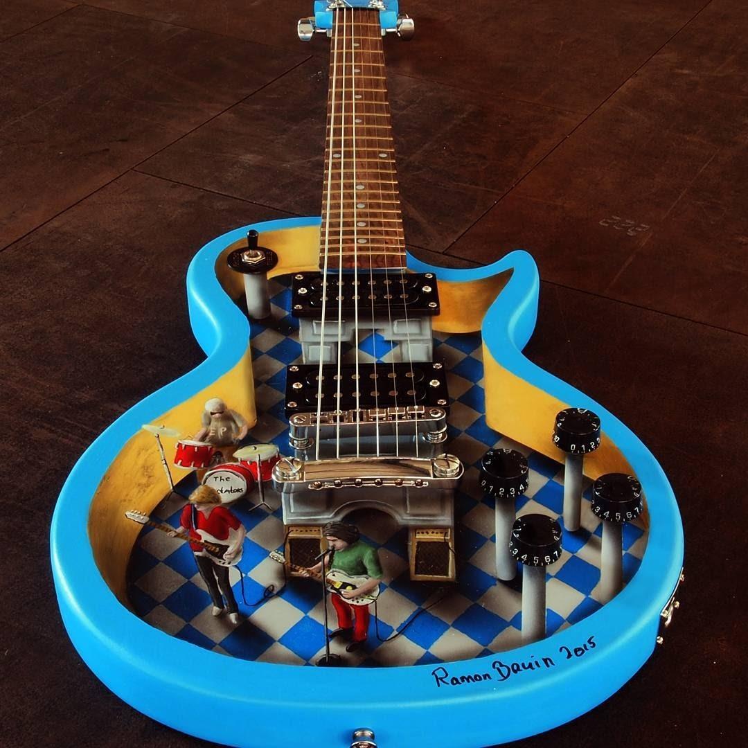 01-Electric-Guitar-Inner-Workings-Ramon-Bruin-Optical-Illusions-in-3D-Drawings-www-designstack-co