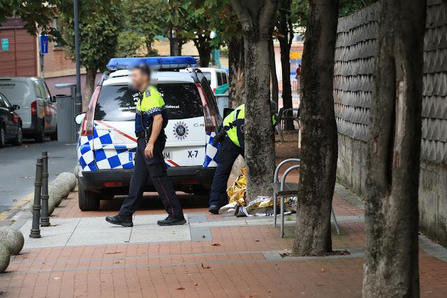 Agentes de la policía local en la zona del siniestro