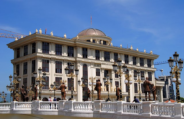 MoFA: 8 Macedonian nationals arrested in Slovakia